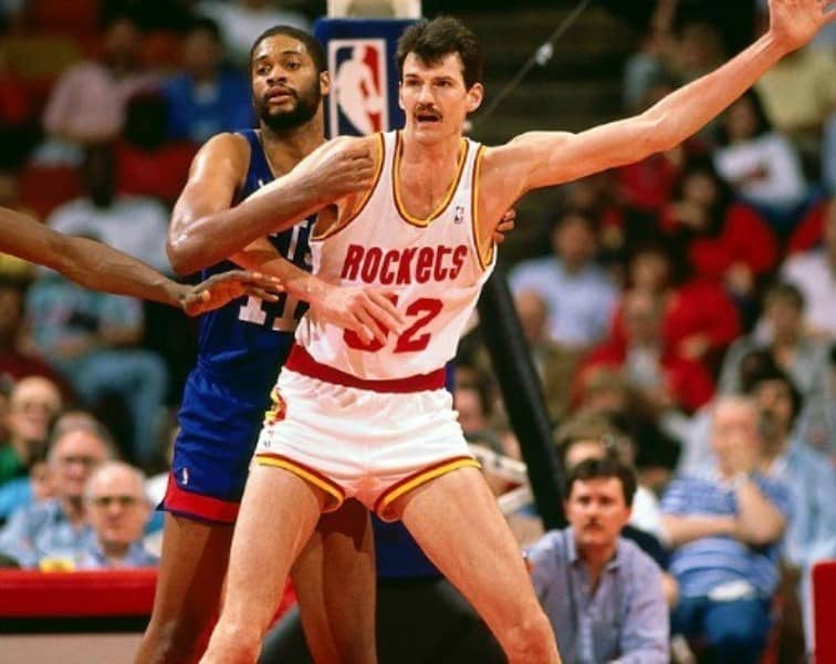 At 7 ft 5 in, Chuck played the center position and was one of the tallest basketball players in the world