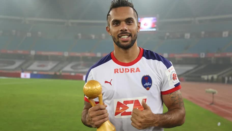 Robin Singh is among the famous football players in India