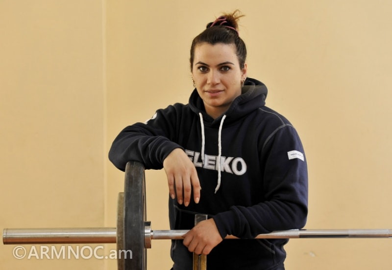 female olympic weightlifters